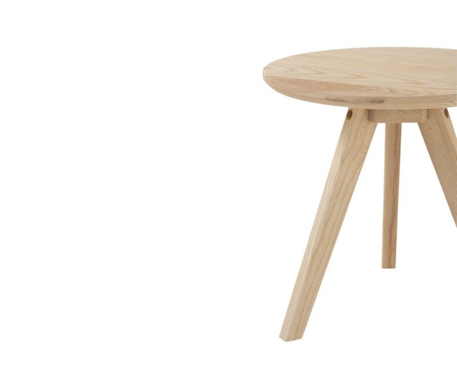 Petite table d'appoint en bois naturel FARAH - J-line