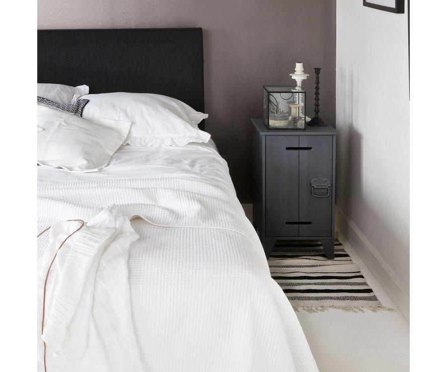 Table de chevet en pin avec porte HARITH - Woood