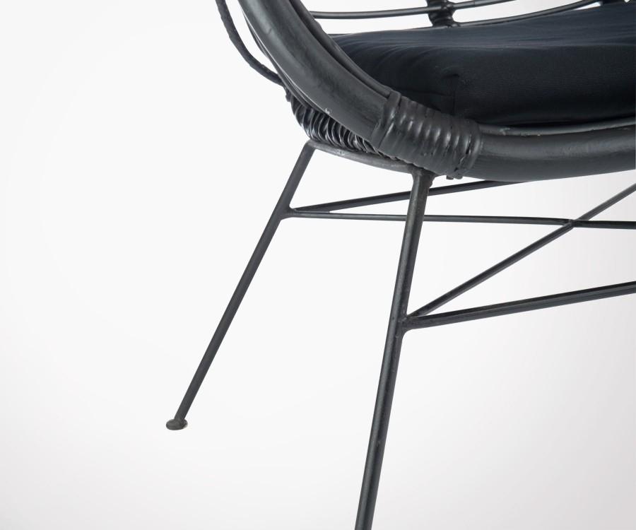 Fauteuil lounge rotin noir avec coussin KINTO